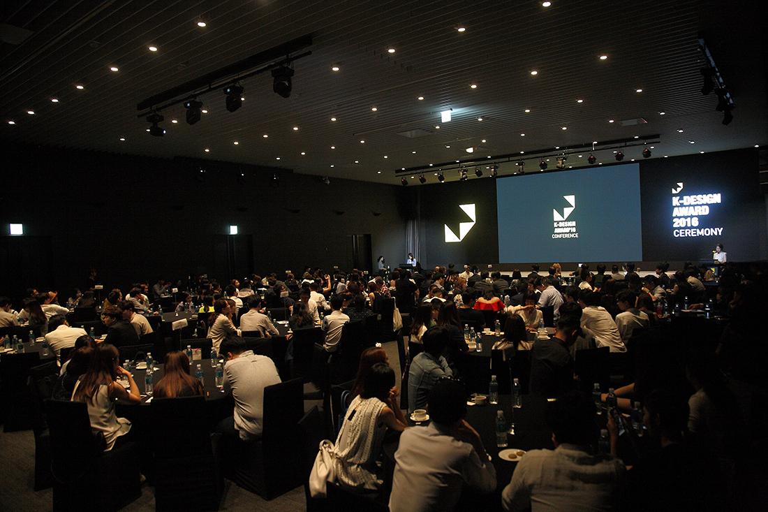 授賞式はソウルのGLADホテルのホールで行われました