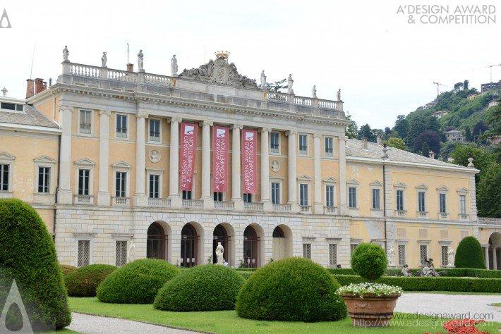 授賞式はイタリア・コモ湖の宮殿で行われました