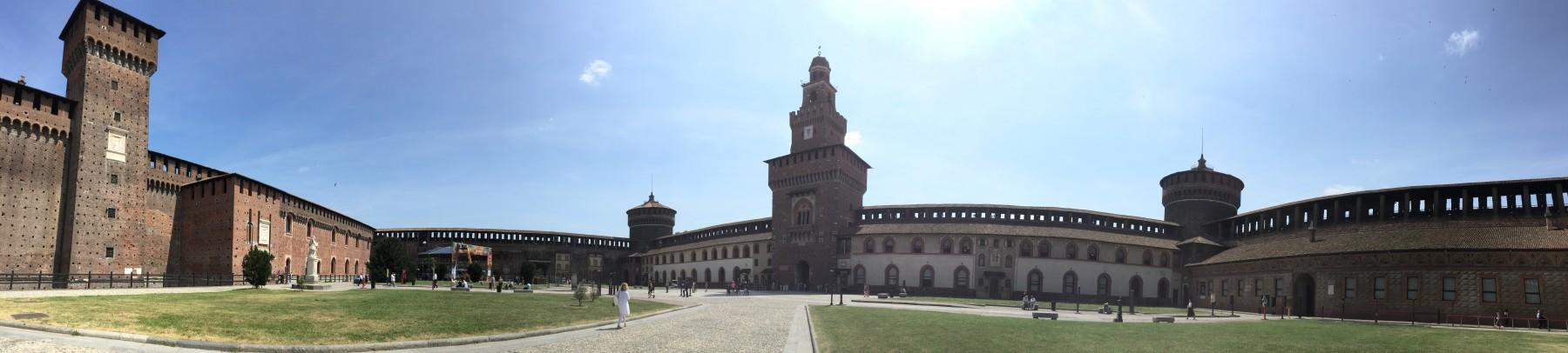 スフォルツェスカ城